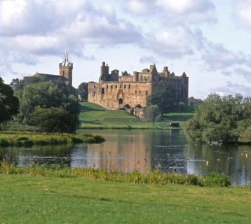 Linlithgow Palace and Loch