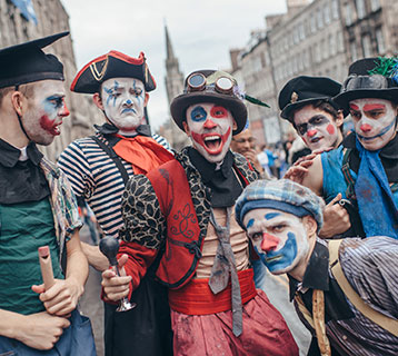 Performers on Royal Mile copyright David Monteith Hodge