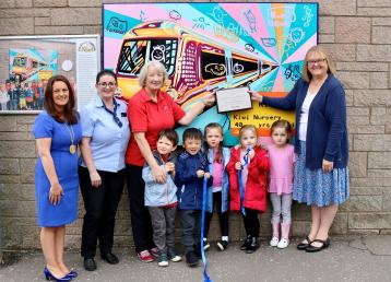 <p>South Lanarkshire Council Deputy Provost Collette Stevenson, East Kilbride station team member Louise Costello, Doris Donnelly and Arlette Robinson from the Kiwi Preschool Playgroup and pupils.</p>