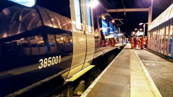 Class 385 at Linlithgow