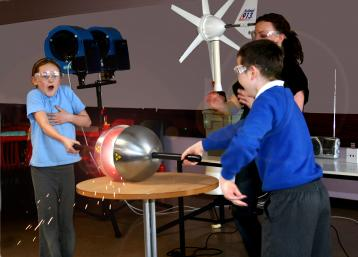School children participating in the energy show at Aberdeen Science Centre